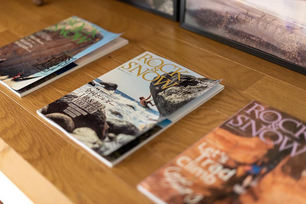 写真:雑誌「Rock & Snow」が3冊並べてあるところ